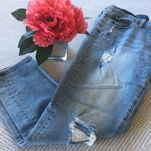 Lucky distressed capris